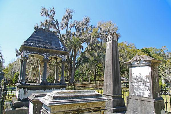 selma-live-oak-cemetery